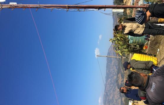 आमचोक गा.पा.मा टावर खडा गर्ने क्रममा कार्यकारी ज्यू वाट अनुगमन गर्दै ।